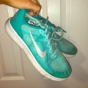 teal nike tennis shoes
